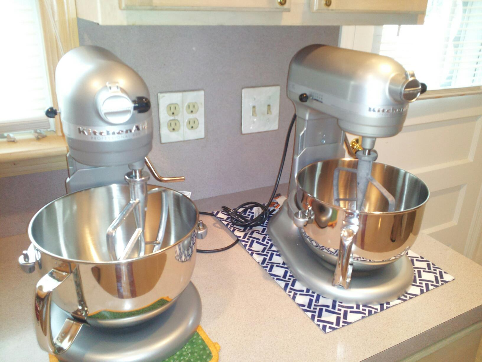 my twin set of 6 qt. kitchenaid stand mixers : the cake dealer