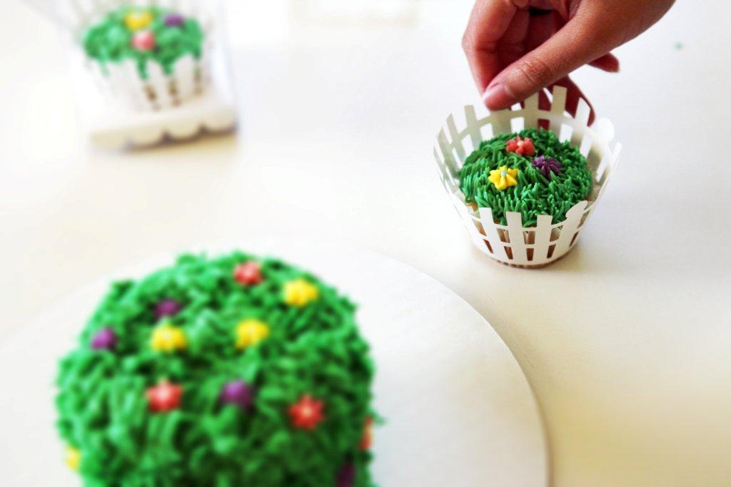 Pretty white picket fences for the pretty little garden cupcakes