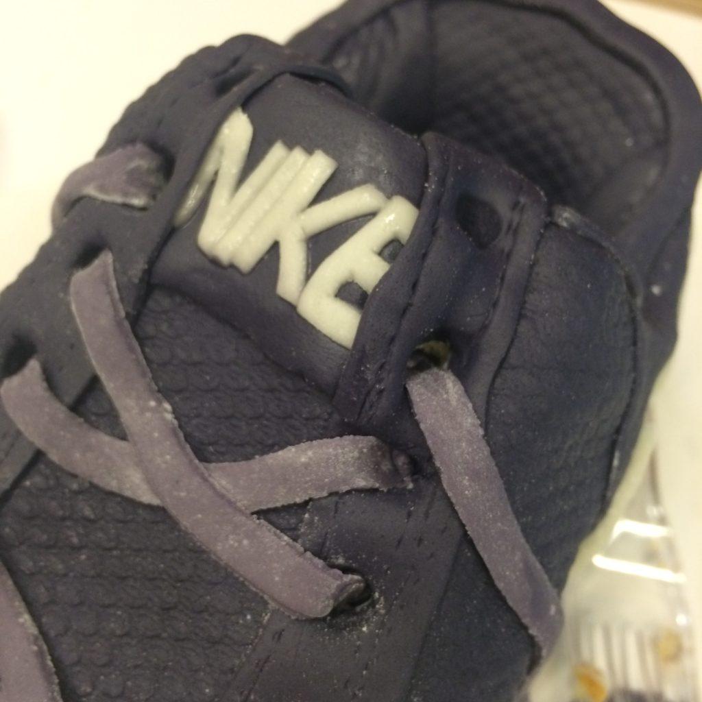 Fondant shoe laces